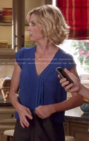 Claire's blue pleated v-neck top on Modern Family