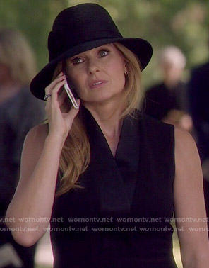 Rayna's black v-neck dress on Nashville