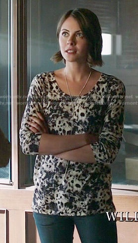 Thea's leopard print sweater on Arrow