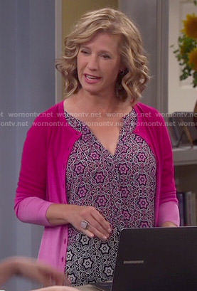 Vanessa's flower printed top and pink ombre cardigan on Last Man Standing
