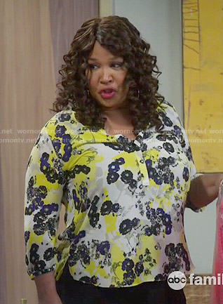 Yolanda's yellow floral blouse on Young and Hungry