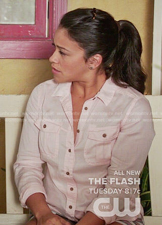 Jane's pink button down shirt and striped shorts on Jane the Virgin