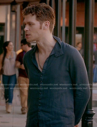 Klaus's navy button down shirt on The Originals