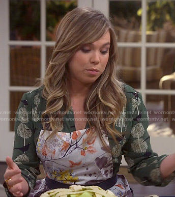 Kristin's green bird print dress and floral apron on Last Man Standing