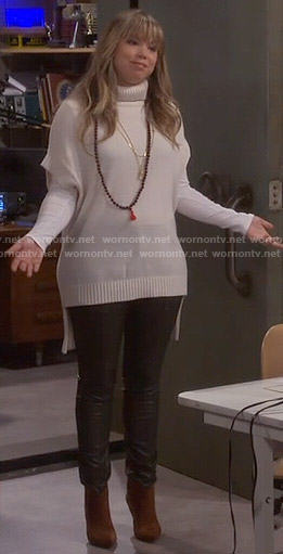 Kristin's white short sleeve turtleneck sweater on Last Man Standing