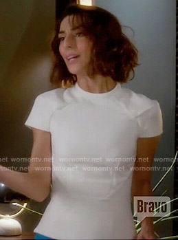Delia's white cap sleeve top and blue pencil skirt on Girlfriends Guide to Divorce