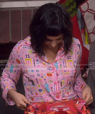 Mandy's pink sewing print pajamas on Last Man Standing