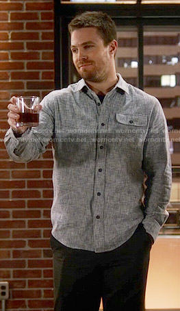 Oliver's textured print shirt on The Flash