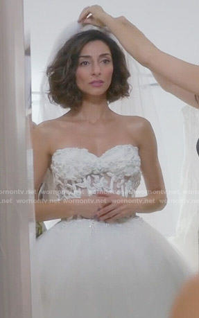 Delia's wedding dress on Girlfriends Guide to Divorce