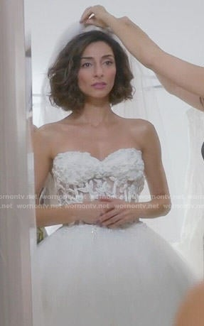 Delia's wedding dress on Girlfriends Guide to Divorce