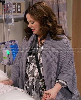 Molly's black and white painted print top and grey cardigan on Mike and Molly