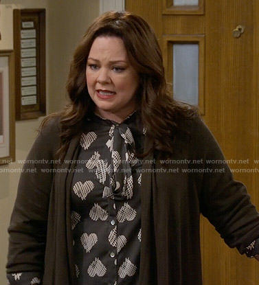 Molly's heart print blouse on Mike and Molly