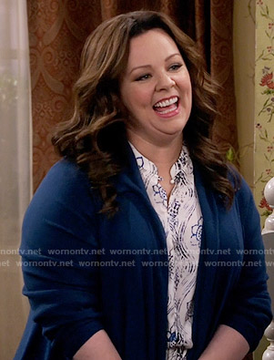 Molly's white and blue floral and swirl print top on Mike and Molly