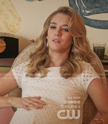 Petra's white eyelet maternity dress on Jane the Virgin