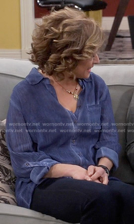 Vanessa's blue button down top on Last Man Standing