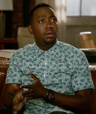Winston's blue leaf print shirt on New Girl