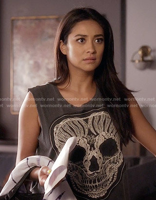 Emily's crochet skull tank top on Pretty Little Liars