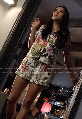 Emily's tropical print pajamas on Pretty Little Liars