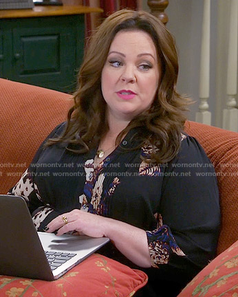 Molly's black floral top on Mike and Molly