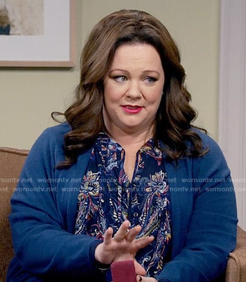 Molly's blue paisley top on Mike and Molly