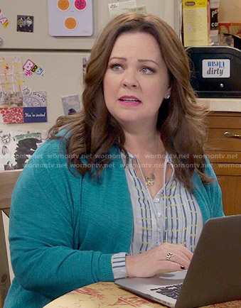 Molly's blue striped top on Mike and Molly