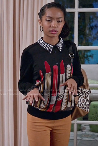 Zoey's lipstick print sweater on Black-ish