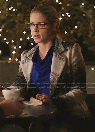 Felicity's black and white striped coat on Arrow