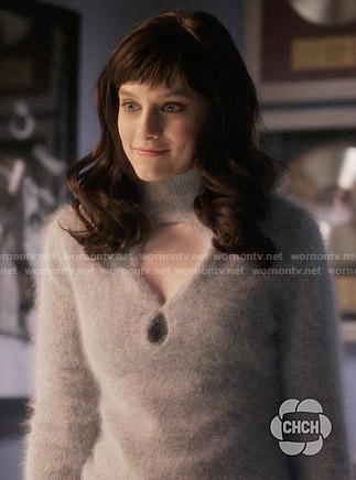 Layla's grey cutout sweater on Nashville