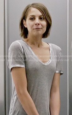 Thea's grey t-shirt with silver trim on Arrow