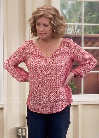 Vanessa's red printed top on Last Man Standing