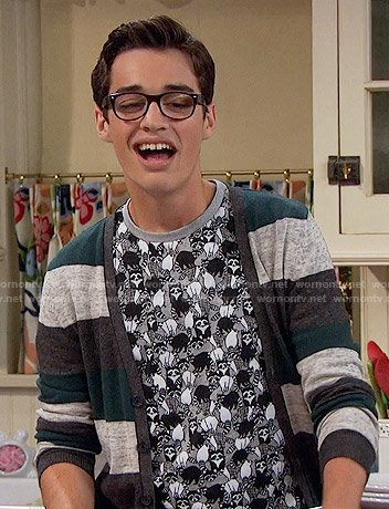 Joey's raccoon print t-shirt on Liv and Maddie