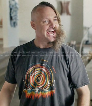 Tandy's circle graphic t-shirt on Last Man on Earth