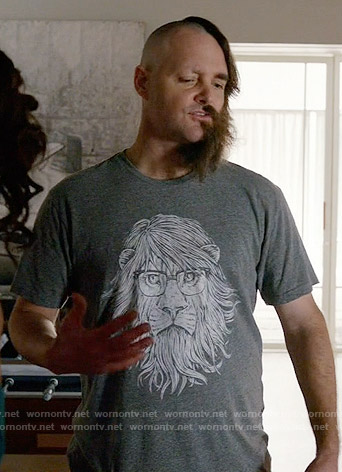 Tandy's lion with glasses t-shirt on Last Man on Earth