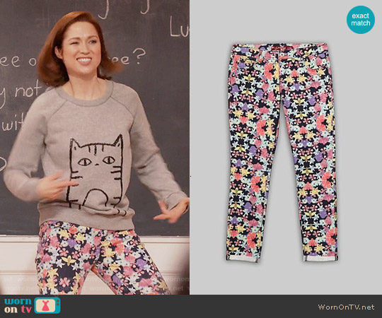 Bongo Floral Skinny Jeans worn by Ellie Kemper on Unbreakable Kimmy Schmidt