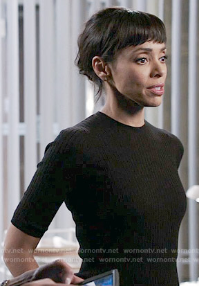 Camille's black ribbed short sleeve sweater on Bones