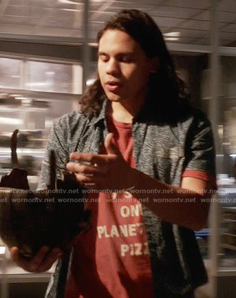Cisco's red pizza tee on The Flash