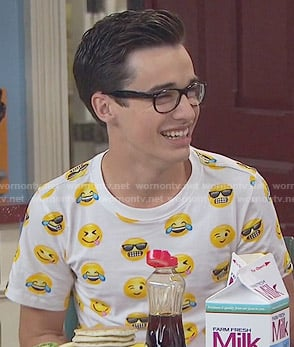 Joey's emoji print t-shirt on Liv and Maddie