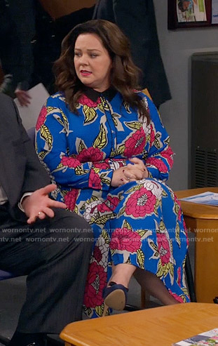 Molly's blue floral maxi dress on Mike and Molly