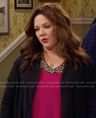 Molly's pink embellished neck top on Mike and Molly