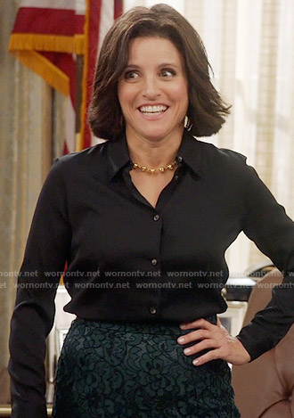 Selina's green lace pencil skirt on Veep
