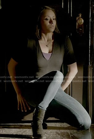 Bonnie's black ribbed top on The Vampire Diaries