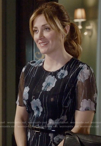 Maura's floral watercolor print short sleeve dress on Rizzoli and Isles