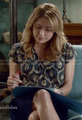 Maura's printed v-neck top on Rizzoli and Isles