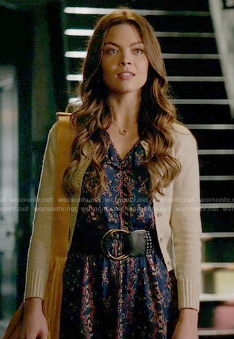 Nora's blue printed dress and horseshoe necklace on The Vampire Diaries