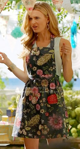 Paige's navy floral apron on Royal Pains