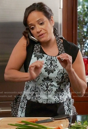 Zoila's damask print apron on Devious Maids