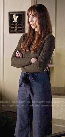 Spencer's green ribbed sweater and culottes on Pretty Little Liars