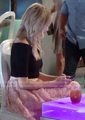 Abby's pink floral skirt and black off-shoulder top on The Young and the Restless