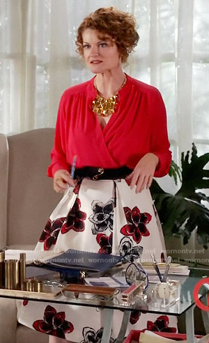Evelyn's red and white floral midi skirt on Devious Maids