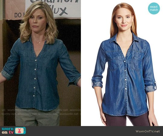 Joie 'Brady' Chambray Shirt worn by Julie Bowen on Modern Family